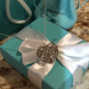 TIFFANY Sterling Silver HEART NECKLACE. Like New